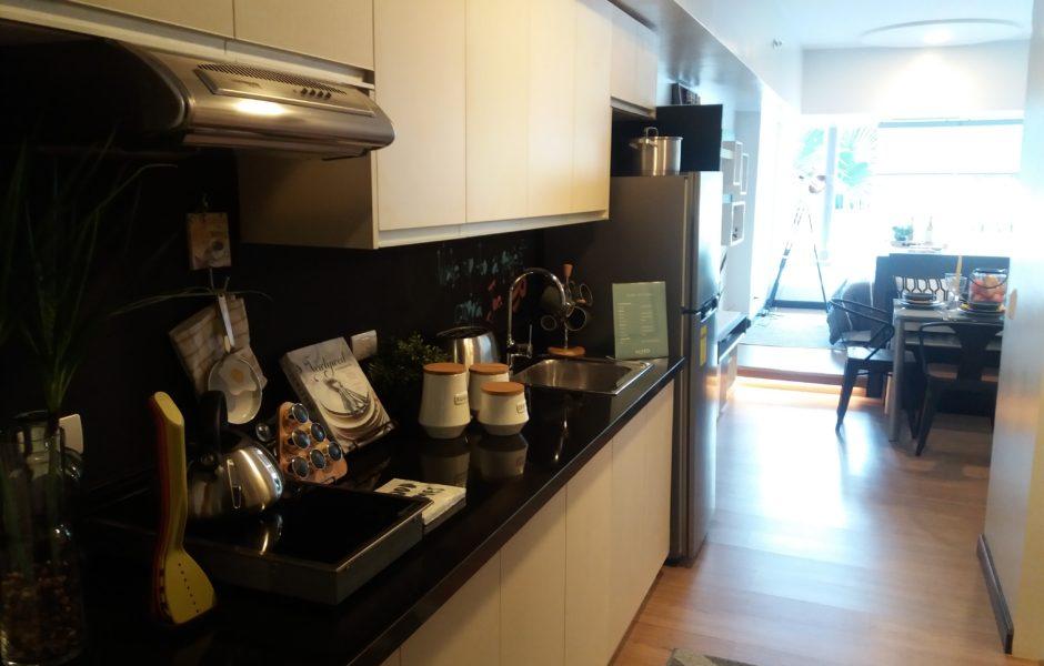 77.玄関からキッチン
