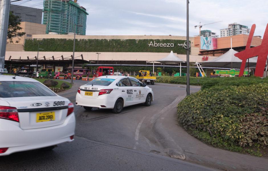 ①ショッピングモールAbreeza mall